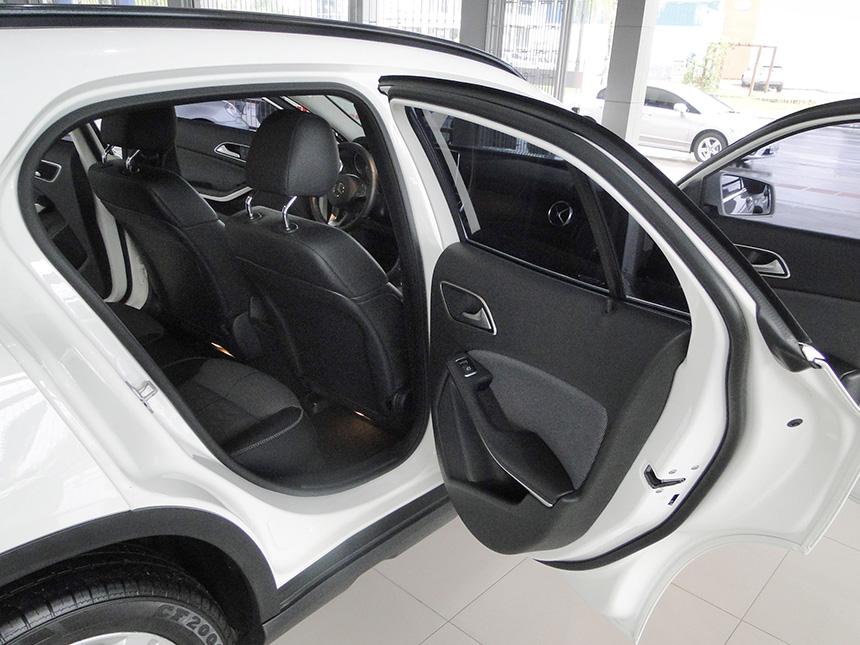 automovel-mercedes-benz-gla-200-ff-sty-2018-9
